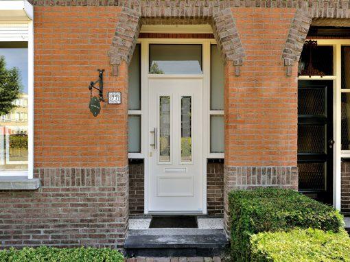 Renovatie, kunststof voordeur, kunststof kozijnen en kunststof openslaande tuindeuren in Reuver