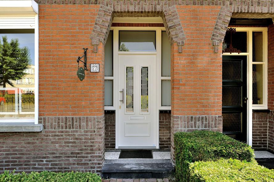 Renovatie, kunststof voordeur, kunststof kozijnen en kunststof openslaande tuindeuren in Reuver (2)