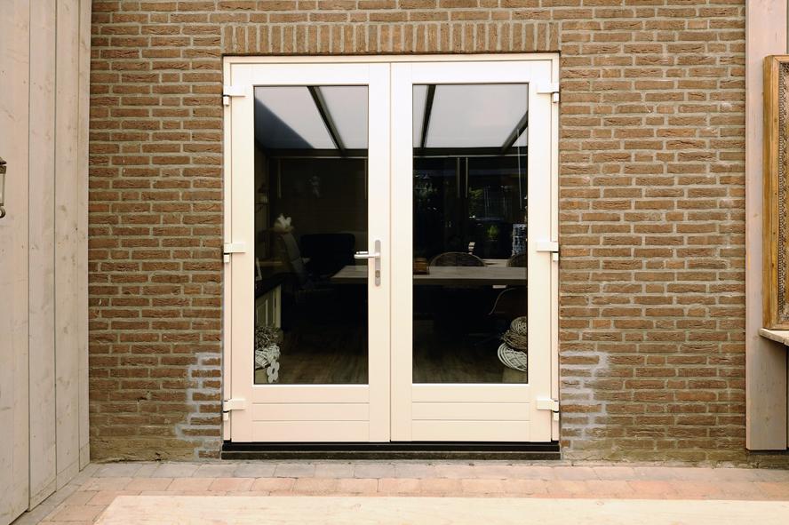 Renovatie, kunststof voordeur, kunststof kozijnen en kunststof openslaande tuindeuren in Reuver (6)