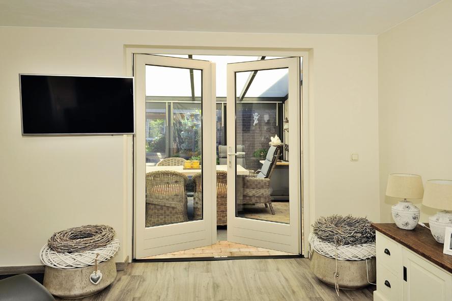 Renovatie, kunststof voordeur, kunststof kozijnen en kunststof openslaande tuindeuren in Reuver (7)