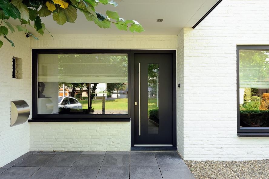 Renovatie, kunststof voordeur, kunststof kozijnen en schuifpui in Heerlen (1)