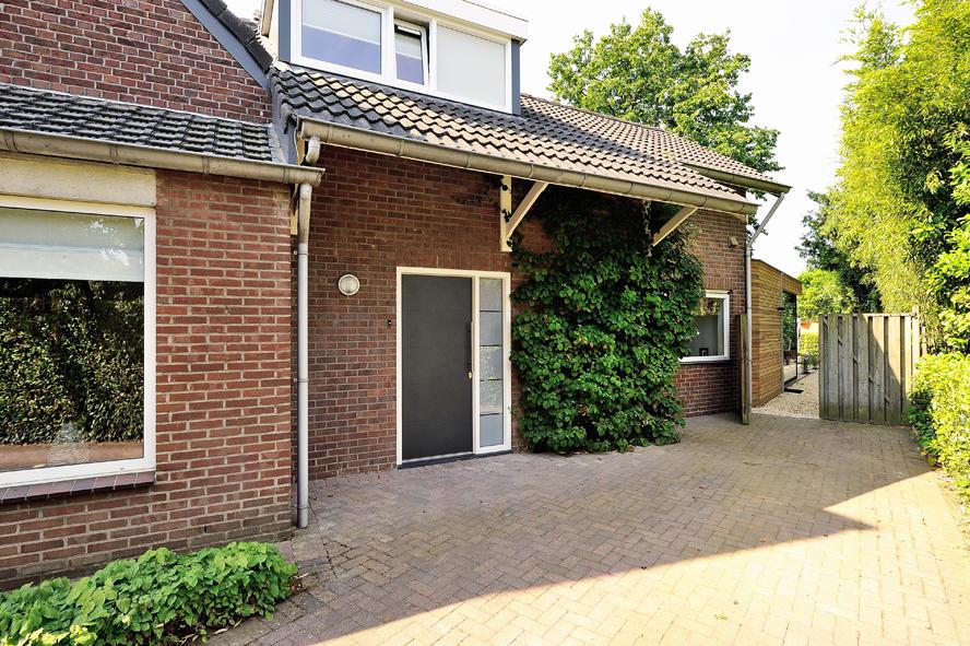 Renovatie, kunststof voordeur, kunststof kozijnen, schuifpui en horren in Roermond (1)
