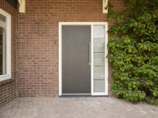 Renovatie, kunststof voordeur, kunststof kozijnen, schuifpui en horren in Roermond