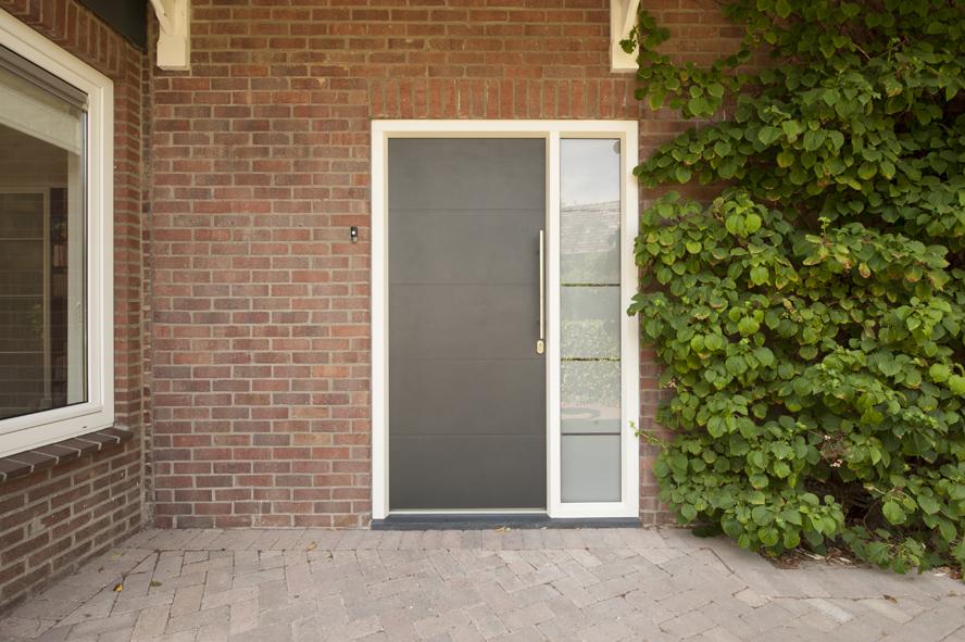 Renovatie, kunststof voordeur, kunststof kozijnen, schuifpui en horren in Roermond (6)