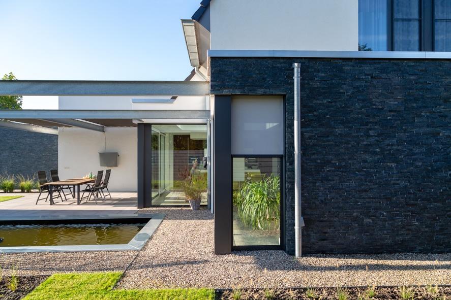 Nieuwbouw, aluminium kozijnen, aluminium deuren, serredak, screens, rolluiken in Deurne (10)
