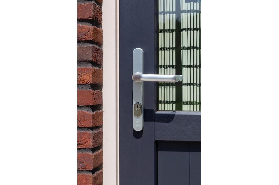 Nieuwbouw,-kunststof-kozijnen,-kunststof-deuren,-glas-in-lood,-rolluiken,-horren-in-Castenray-(23)-min