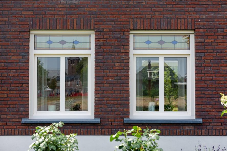 Nieuwbouw, kunststof kozijnen, kunststof deuren, glas-in-lood, rolluiken, horren in Castenray (3)
