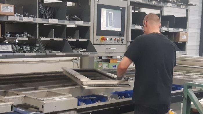 Operator beslagautomaat kunststof