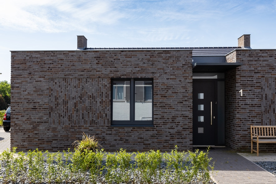 Nieuwbouw, aluminium kozijnen, aluminium deuren, schuifpui, lichtstraat in Vlijmen